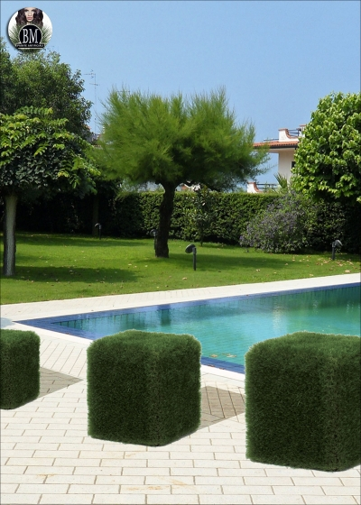 pouf  50 x 50 cm covered with grass from mm. 55